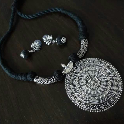 Black Threaded Round Pendant Necklace with Earrings
