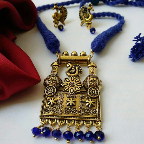 Blue Threaded Pendant Necklace With Earring