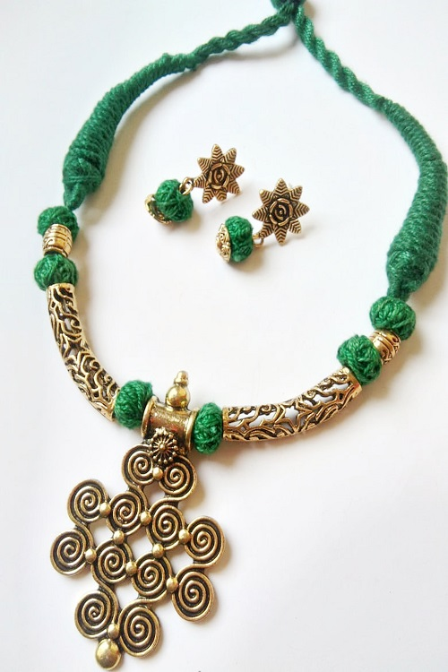 Green Threaded Fancy Pendent Necklace With Earrings