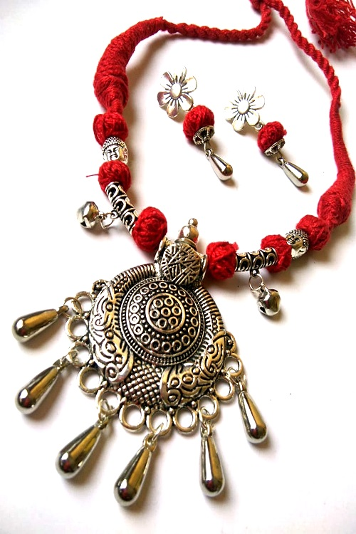 Red Threaded Oxidized Pendent Set With Earrings