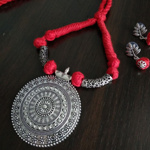 Red Threaded Round Pendant Necklace with Earrings